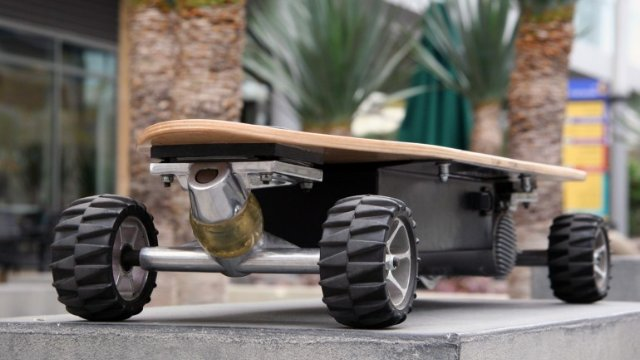 Click here to read The Electric Skateboard Built to Actually Ride Like a Skateboard