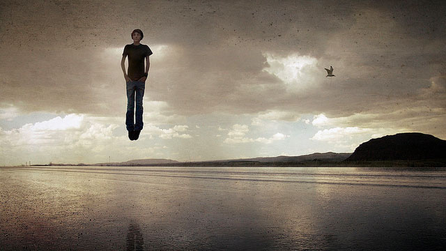 Set Your Smartphone and Tablet Wallpapers to These Imaginative and Gravity-Defying Photographs