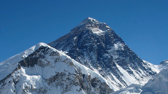 How Much Does It Cost to Climb Mount Everest? More Than a Porsche