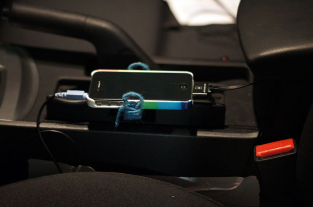 How to Organize the Mess of Technology and Cables in Your Car