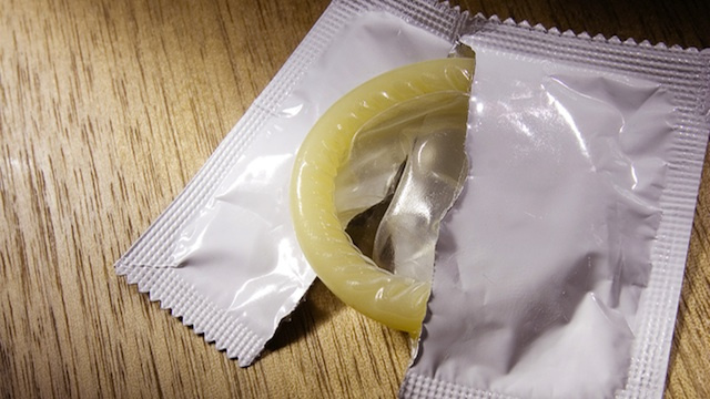 College Women Ditch Condoms During Freshman Year