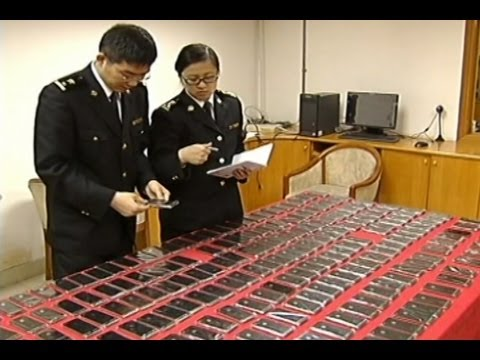 "Click here to read Watch an ""iPhone Mule"" Get Caught with Dozens of iPhones Strapped to His Body"