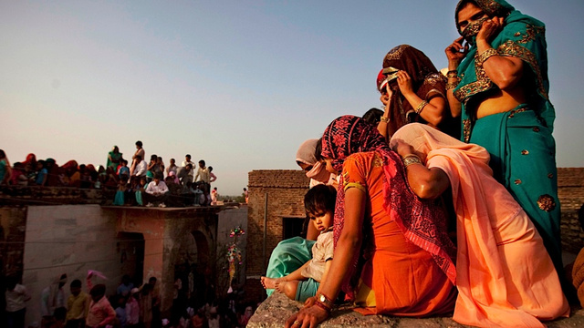 Enjoy a Rooftop View of India's Holi Festival