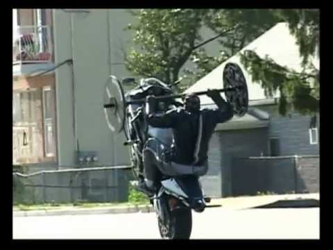 Click here to read Bench Pressing While Popping a Wheelie on a Motorcycle Is Impossibly Impressive