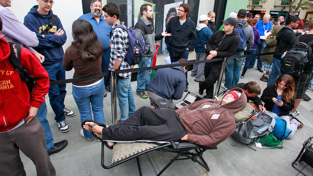 Everything You Need To Waste Your Life Waiting In Line For the New iPad