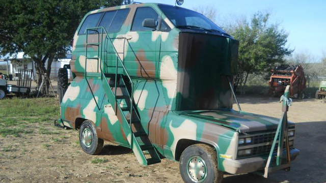 Click here to read Frankenstein Hunting Rig Has A Minivan Grafted Onto Its Roof