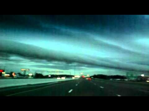 Click here to read This Mississippi Roll Cloud Seems to Go on Forever
