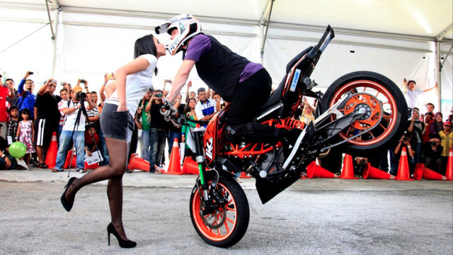 This Stunt Rider Makes Love With His Motorcycle