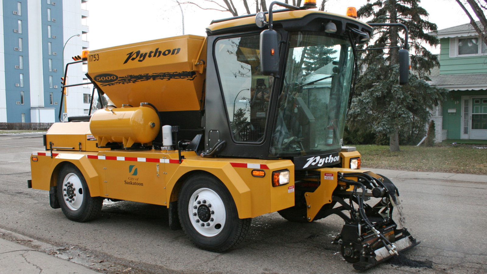 Click here to read This Asphalt-Spewing Truck Fixes Potholes in A New York Minute