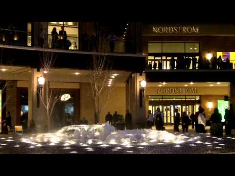 Click here to read Shopping Mall Fountain One-Ups the Bellagio's Famous Water Works By Shooting Fire