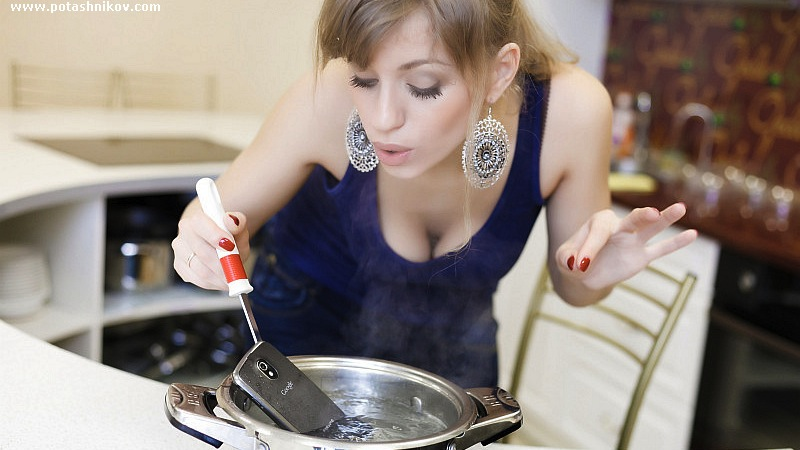 Click here to read Strange Busty Russian Lady, Why in the Hell Are You Cooking Your Galaxy Nexus?