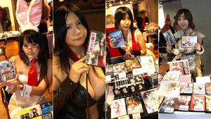 Cosplayers Selling Pics and Posing for Them