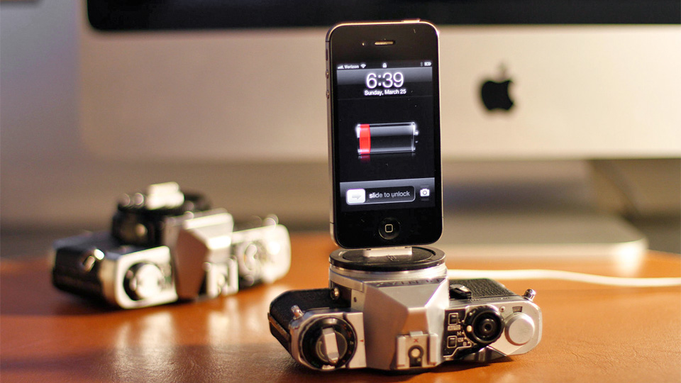 Click here to read These Vintage Cameras Died So Your iPhone Could Have a Hip Place To Dock