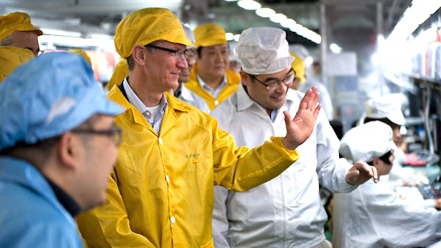 Click here to read Glorious Apple Leader Surprises iPad Minions with Foxconn Visit and Smiles