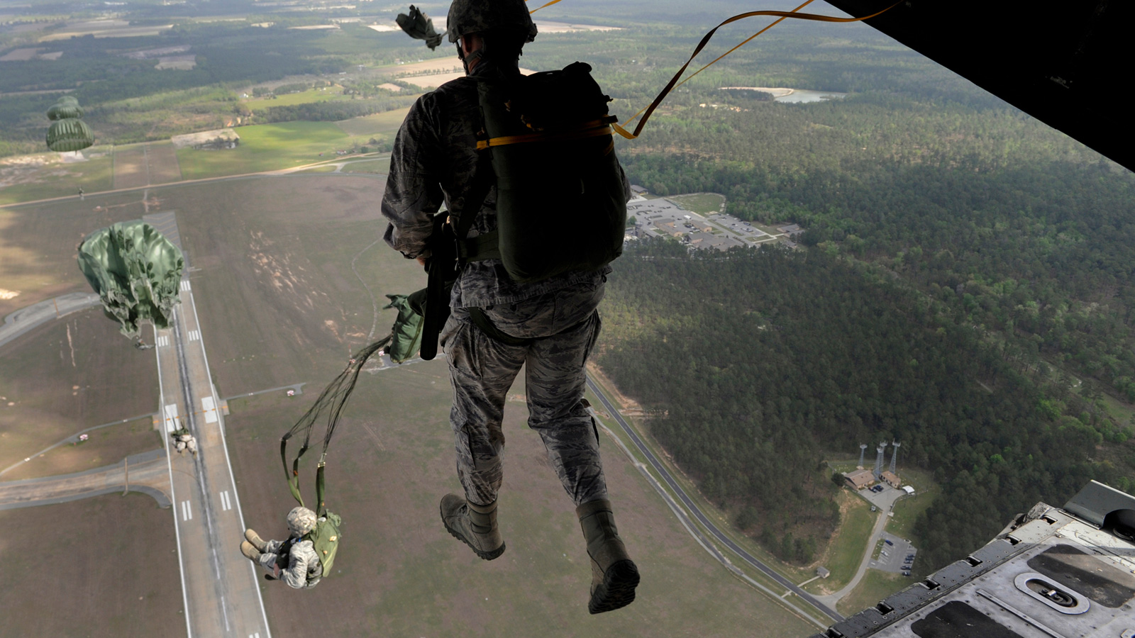 this image of a soldier walking on air is simply awesome gizmodo