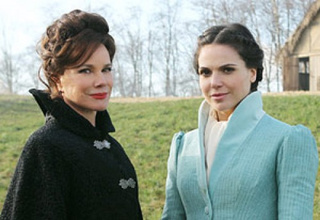 Once Upon A Time reveals the Queen's epic grudge against Snow White, ruins everything