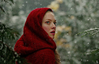 "First look at the new ""supersexy"" side of Amanda Seyfried in Red Riding Hood"