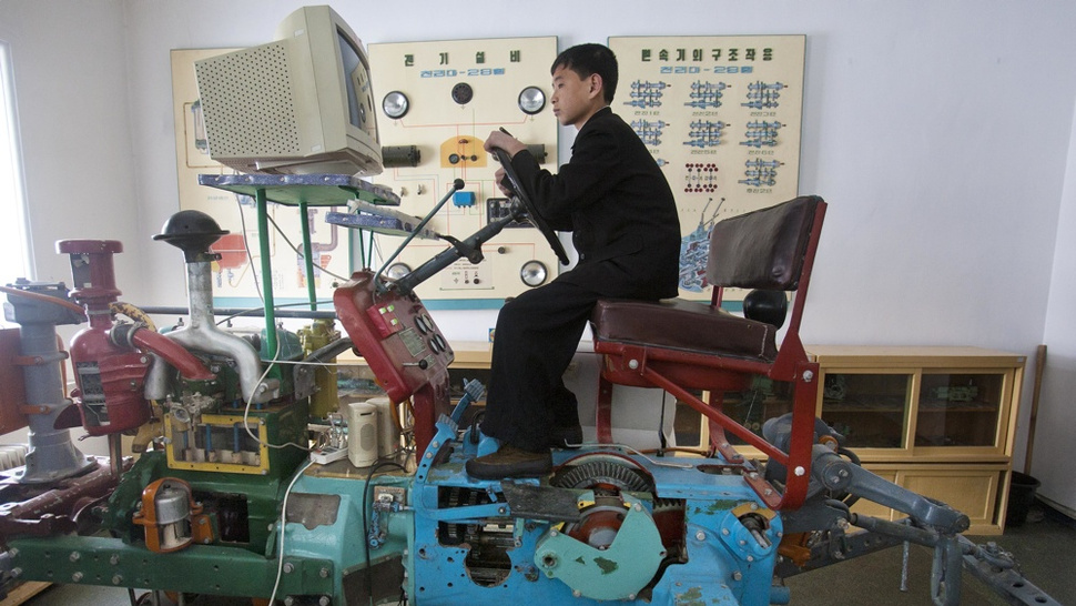 North Korea Has a Tractor Simulator. It'll Plough the Fields of Your Mind.