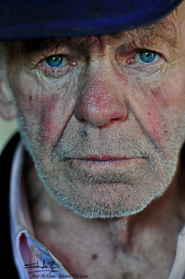 25 Photos of Absolute Strangers