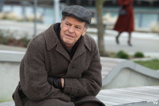"New Promo Shots From Fringe: ""The Consultant"" and ""Letters of Transit"""