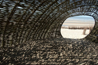 Artist creates 148-foot sandworm on the beach