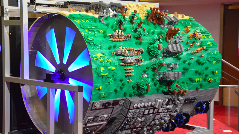 Click here to read Spinning This Giant Lego Diorama Also Plays the <i>Star Wars</i> Theme