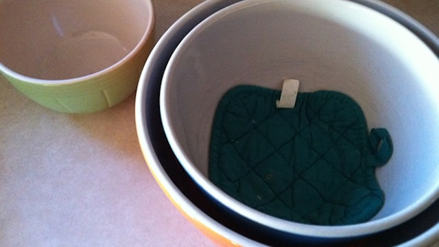 Place Old Potholders Between Mixing Bowls to Keep Them Safe While Stored