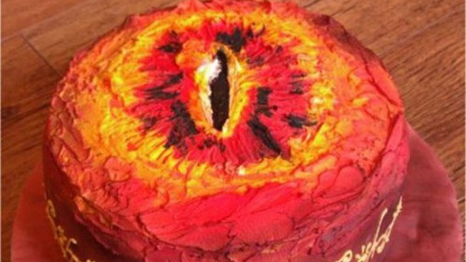 Click here to read Look At This Deliciously Evil Eye of Sauron Cake (Updated)
