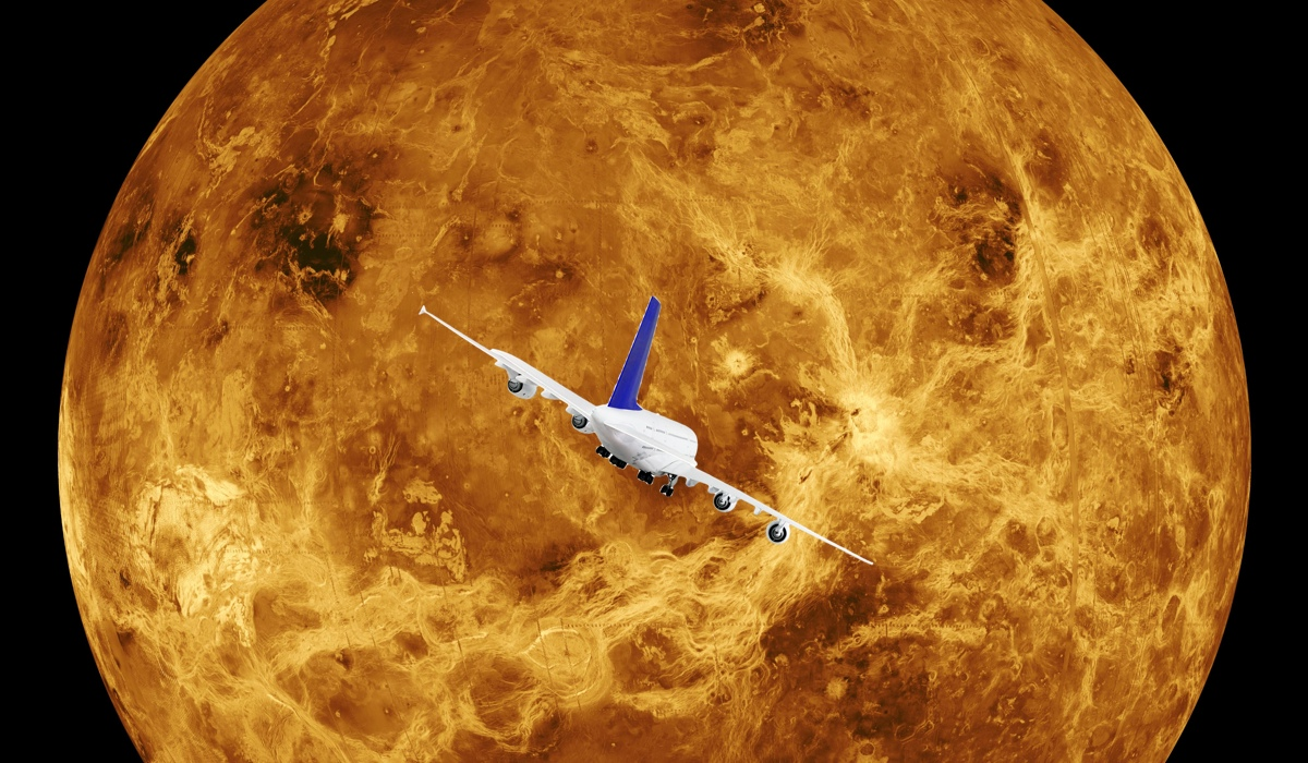 Click here to read Pilot Almost Crashes After Mistaking the Planet Venus for an Airplane
