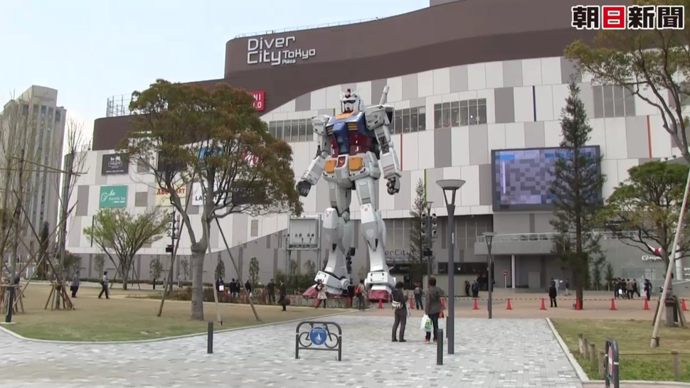 Even Giant Gundam Like the Shopping Mall