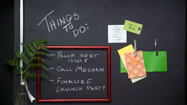 Combine Magnetic Primer and Chalkboard Paint for the Ultimate Workspace Wall