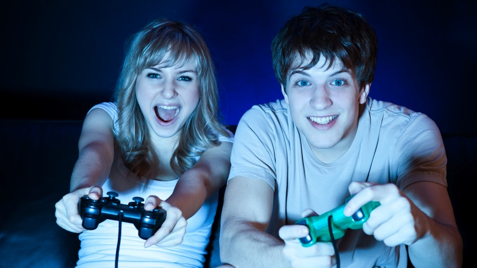 Fake Gamers Of The Week: A Couple Too Beautiful For This