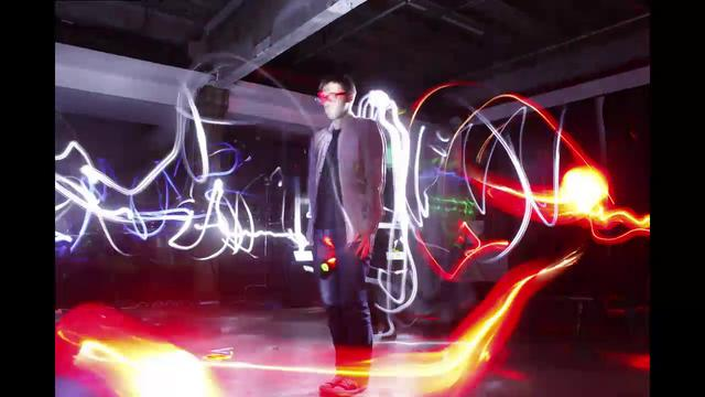 Click here to read Bullet Time Light Painting Makes Beautiful 3D Graffiti