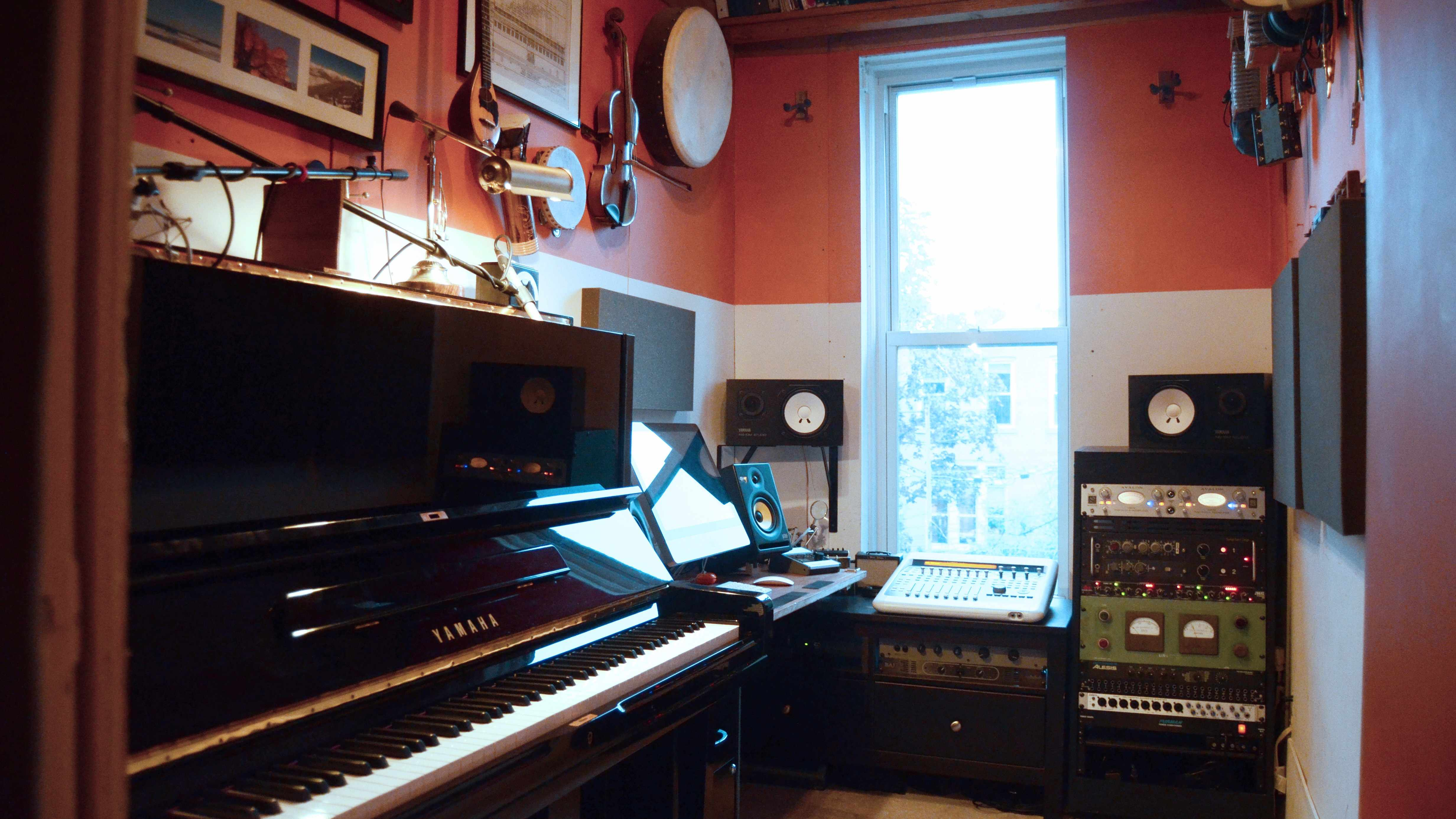 Click here to read A Professional Recording Studio in an Unbelievably Tiny Room