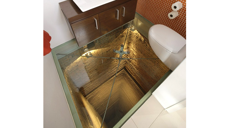 Click here to read This Toilet Is the Perfect Place To Sit When Perched On a Glass Floor Over a 15 Story Shaft