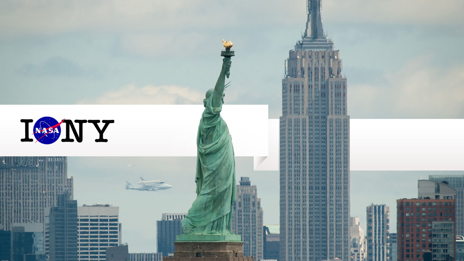 Click here to read The Best Photos of the Space Shuttle Flying Over New York City