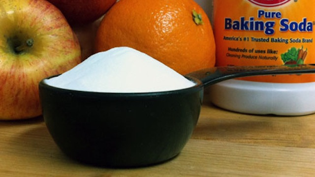 Mix Baking Soda and Water For a Cheap, Effective DIY Vegetable Scrub