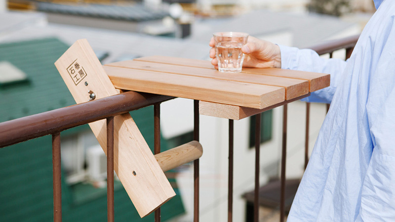 Click here to read Tiny Table Turns Your Fire Escape Into a Luxurious Patio