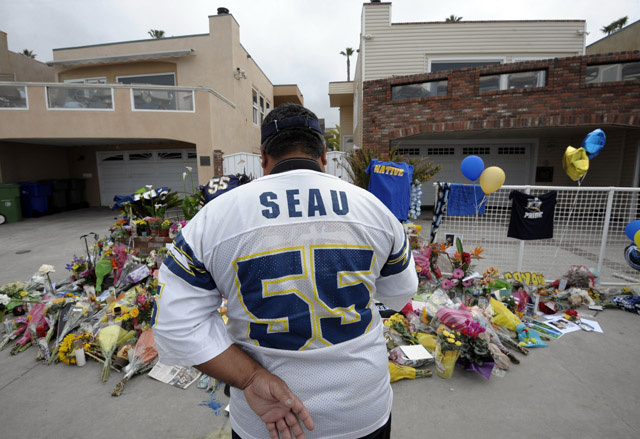 "These Craigslist Posts That ""Predict"" Junior Seau's Death Are (Probably) A Sick Hoax"