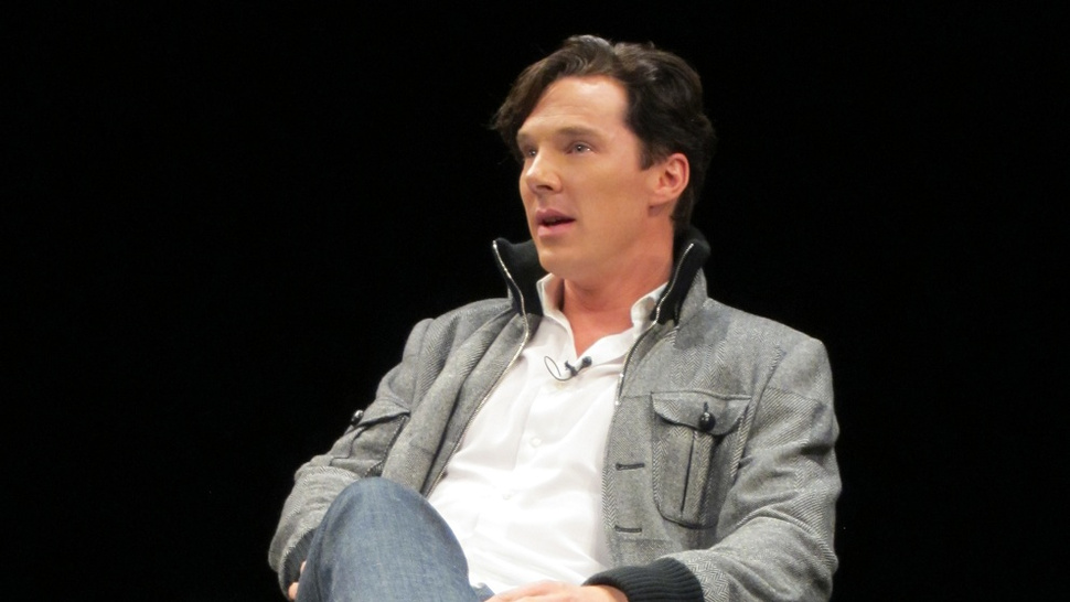 Benedict Cumberbatch and Steven Moffat share secrets of <em>Sherlock</em> season 2!