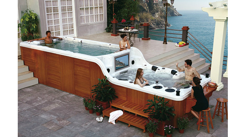 Click here to read This Ridiculous Hot Tub Is Larger Than Some New York Apartments