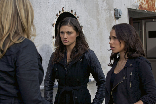Secret Circle Episode 1.22 Family Gallery