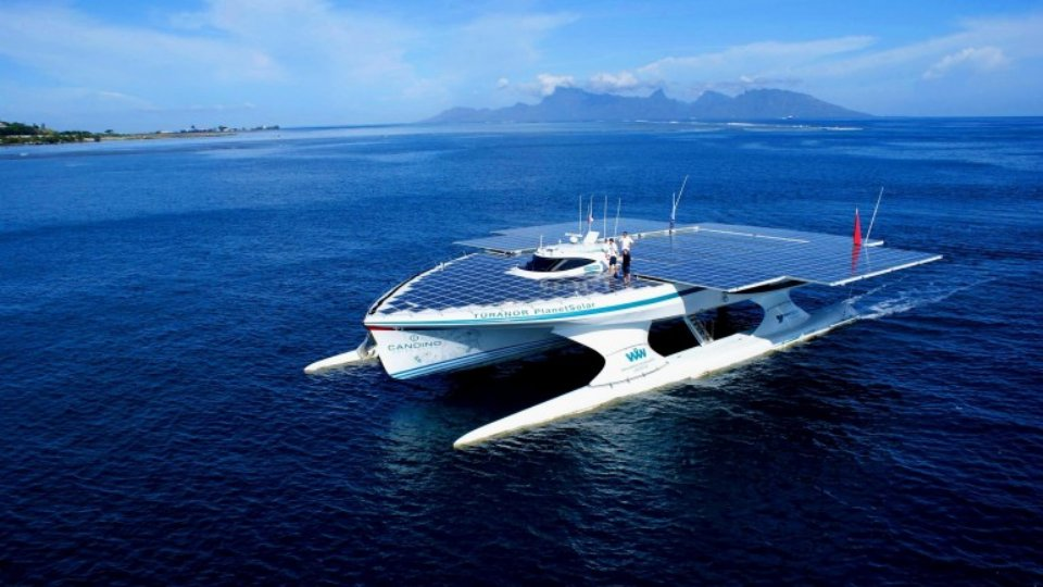 Click here to read This Huge Ship Just Sailed Around the World Powered by Nothing but Sunshine