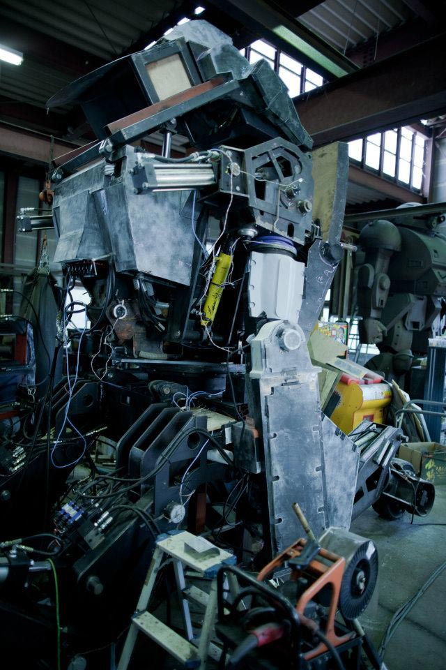 Holy heck, these Japanese hobbyists are building a 12-foot-tall pilotable mech