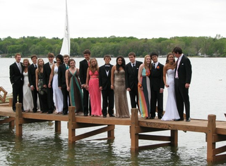This Is Objectively the Best Prom Photo Ever