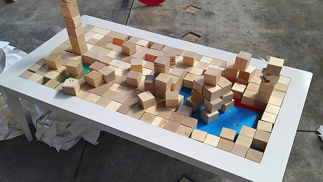 Building Block Coffee Table: Bored Kids and Hip Decors Unite!