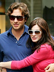 How Anne Hathaway's Boyfriend Got Clinton To Underwrite Their Fabulous Romance