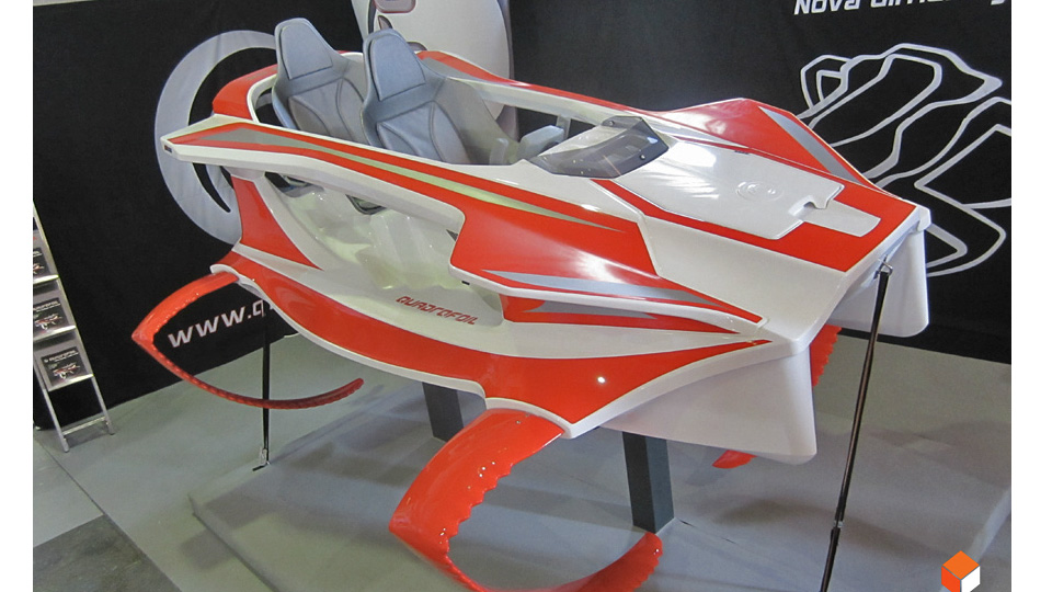 Click here to read This Electric Hydrofoil Looks Straight Out Of James Bond's Arsenal