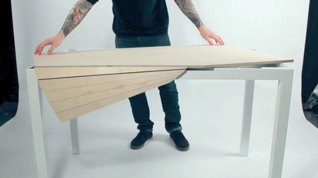 Click here to read This Computer Desk Puts a Twist on Eliminating Clutter