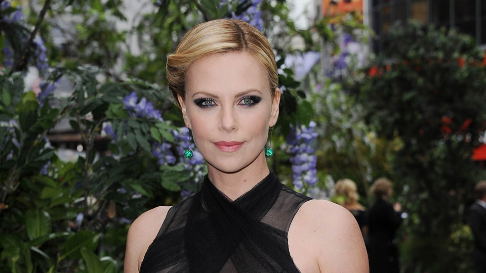 Charlize Theron Says She's Not a Single Mom Because Her Two Dogs Are Helping ...